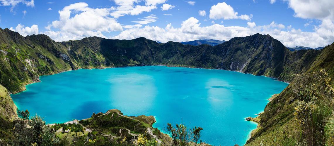 laguna formada en cráter de volcán