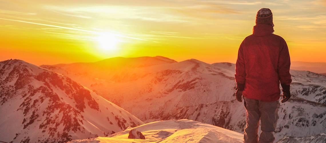 Alpinista y puesta de sol